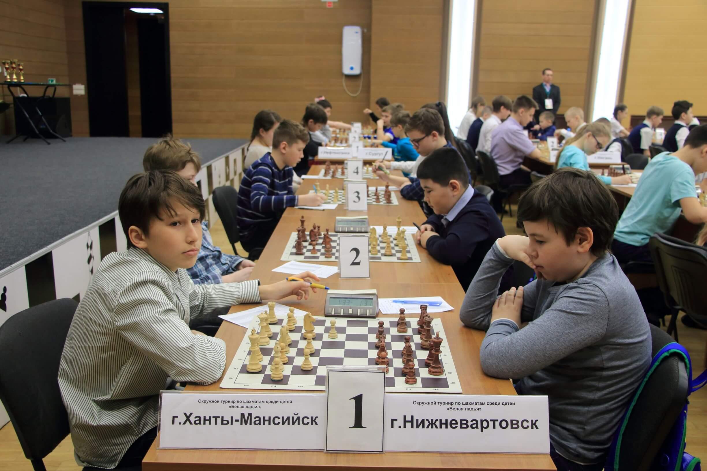 В Югре стартовал Окружной турнир по шахматам «Белая ладья»