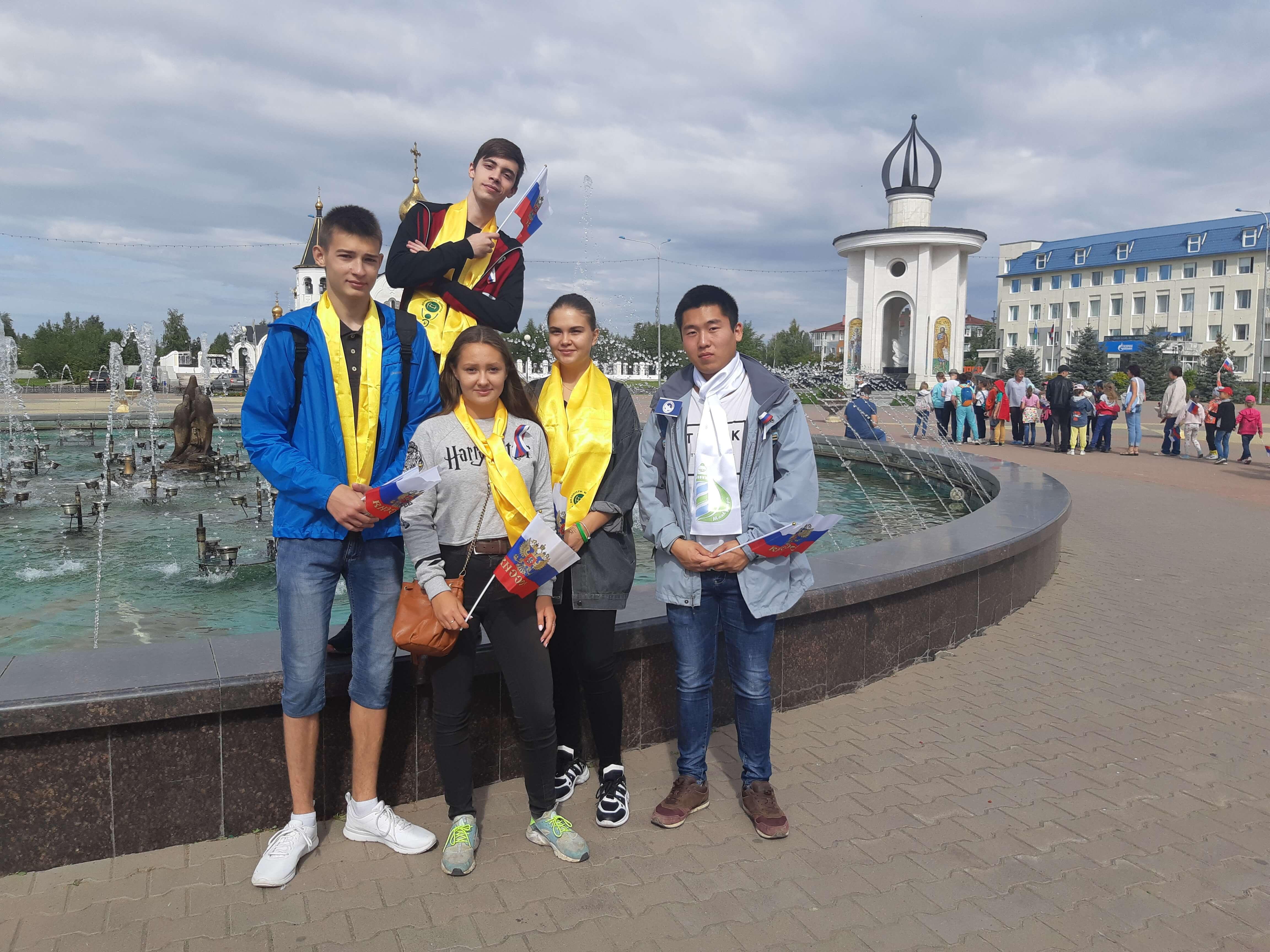 Добровольцы в День Государственного флага Российской Федерации