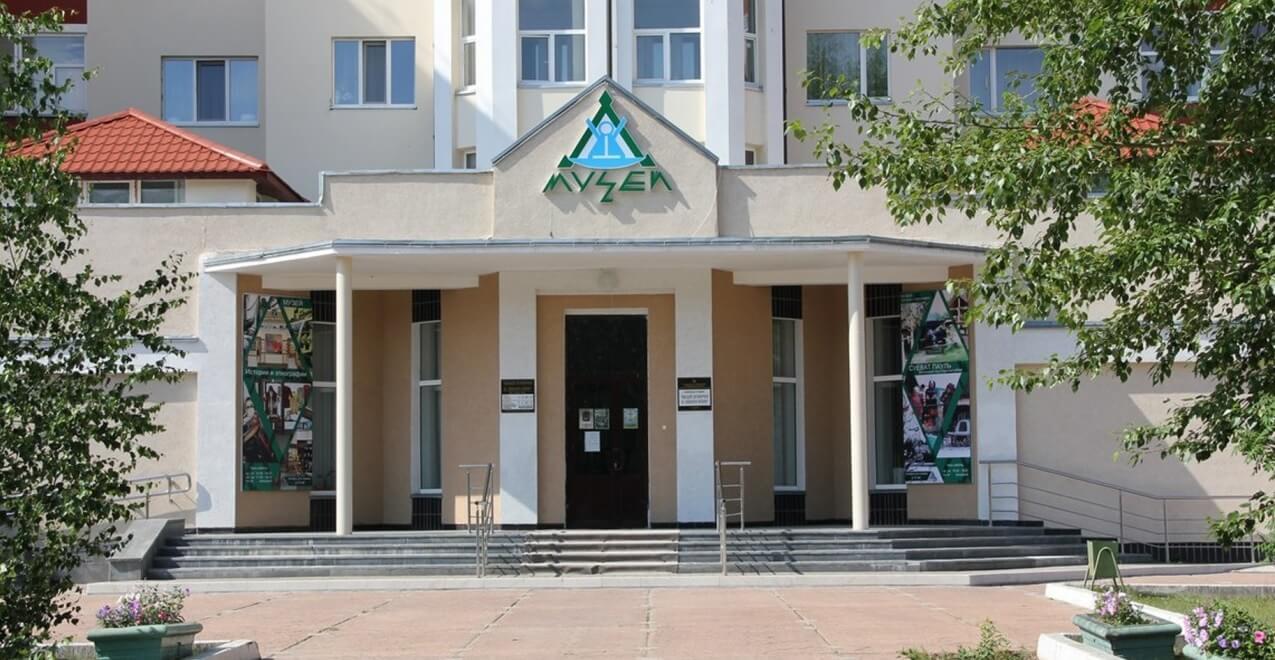Выставка «Наша жизнь пишется здесь…», посвященная 55-летию города Югорска