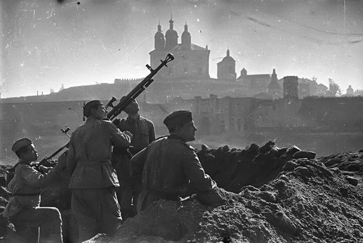 25 сентября 1943 года был освобожден Смоленск