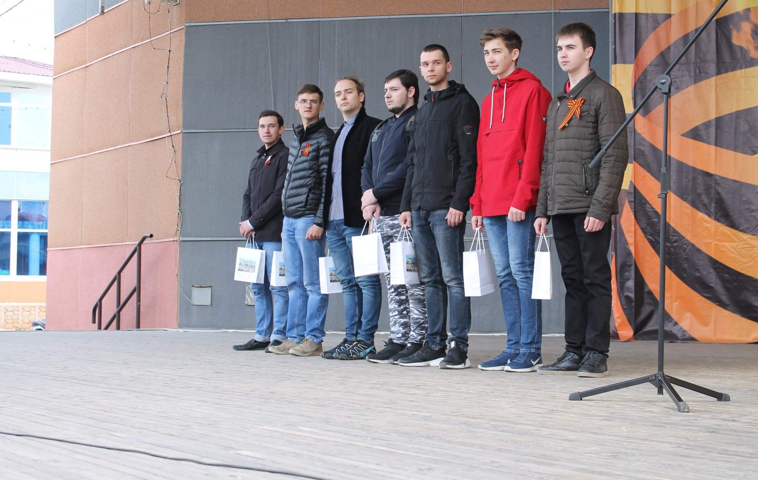 Югорских призывников торжественно проводили в армию