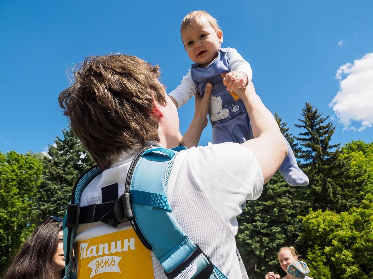 Югорские семьи могут принять участие в онлайн-фестивале «Папин день»