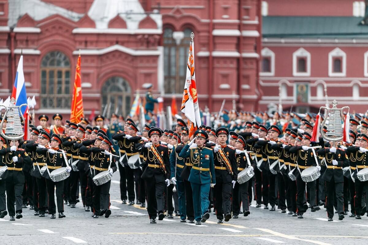 Президент отложил проведение парада Победы