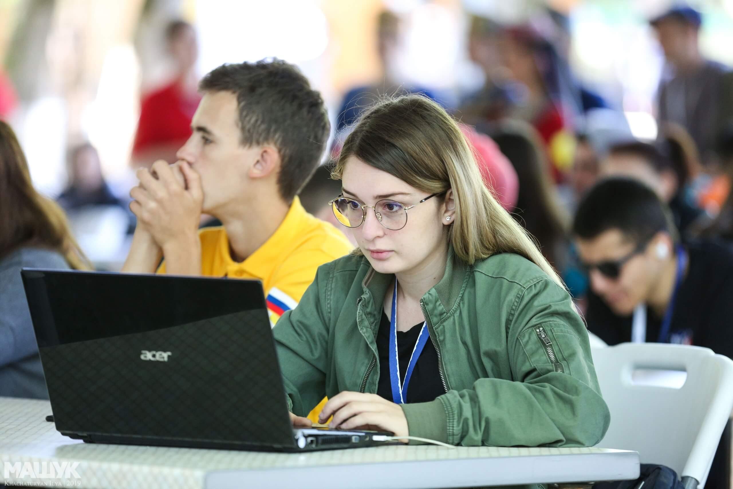 Молодежь Югры может стать участником крупных форумов офлайн