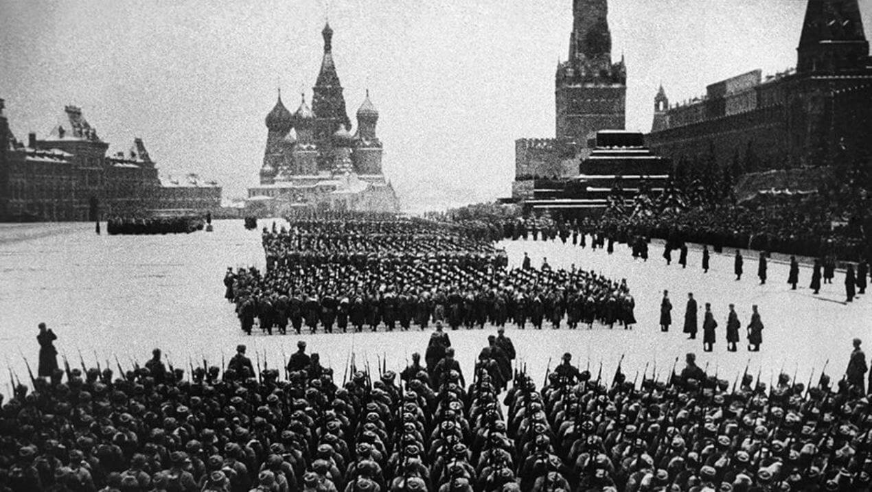 7 ноября 1941 года – парад на Красной площади